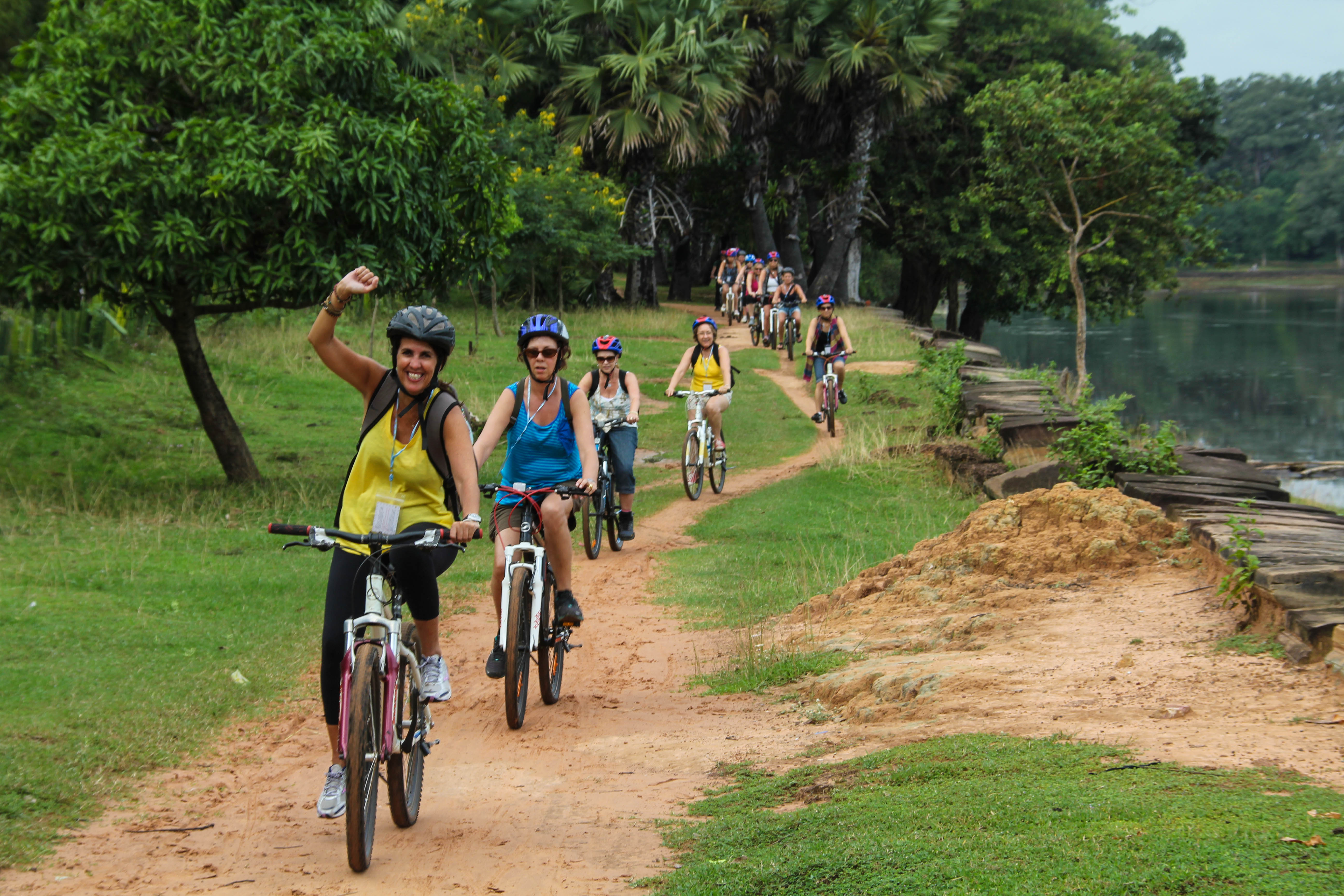 angkor-wat-de-bicicleta-cambodja